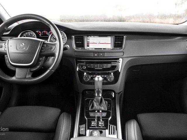 Peugeot 508 DASHBOARD & TOUCH SCREEN